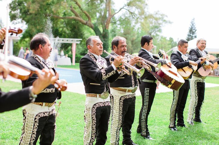 wedding ceremony mariachi band