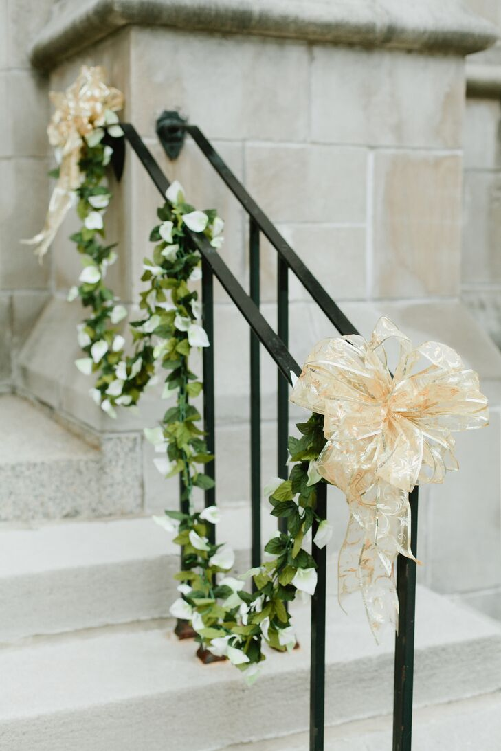Ali and Willie decorated the front of Hennepin Avenue United Methodist Church with white calla lily and green leaf garlands wrapped around the banister. They tied each end with a gold bow. The beautiful garlands and bows were from Michaels, which made for an easy (but elegant) DIY project.