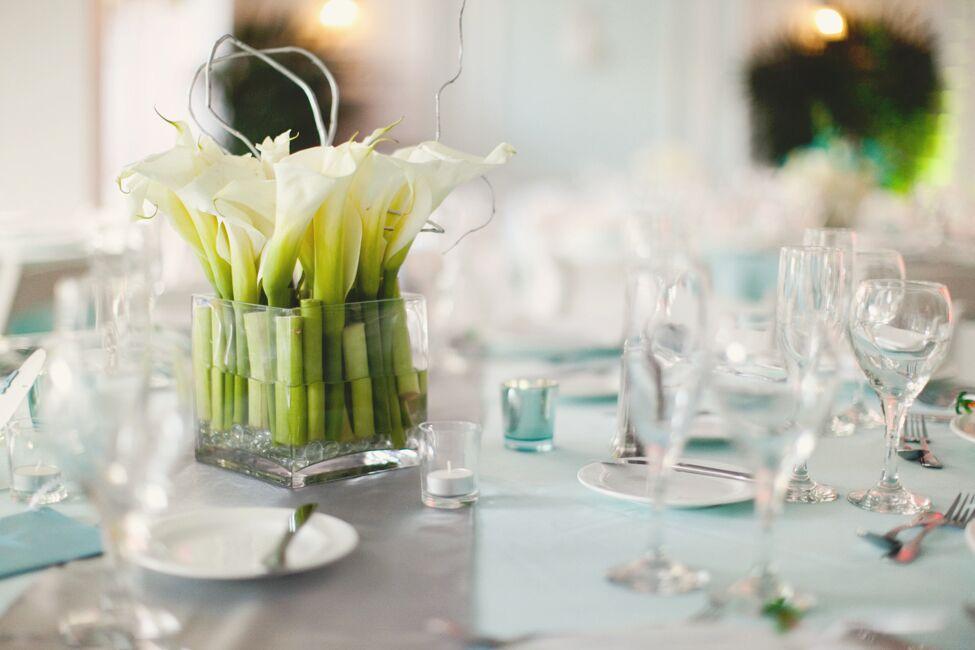 Low Calla Lily Centerpieces In Breakaway Vases