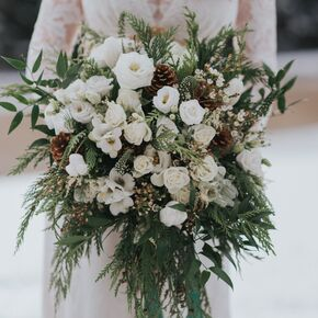 Winter wedding bouquets white winter wedding bouquet junglespirit Image collections