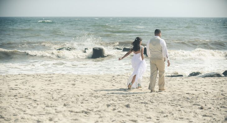A Rustic Chic Beach Wedding At Maguire S Bayfront Restaurant In Ocean New York