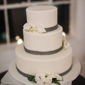 White Wedding Cake With Lisianthus