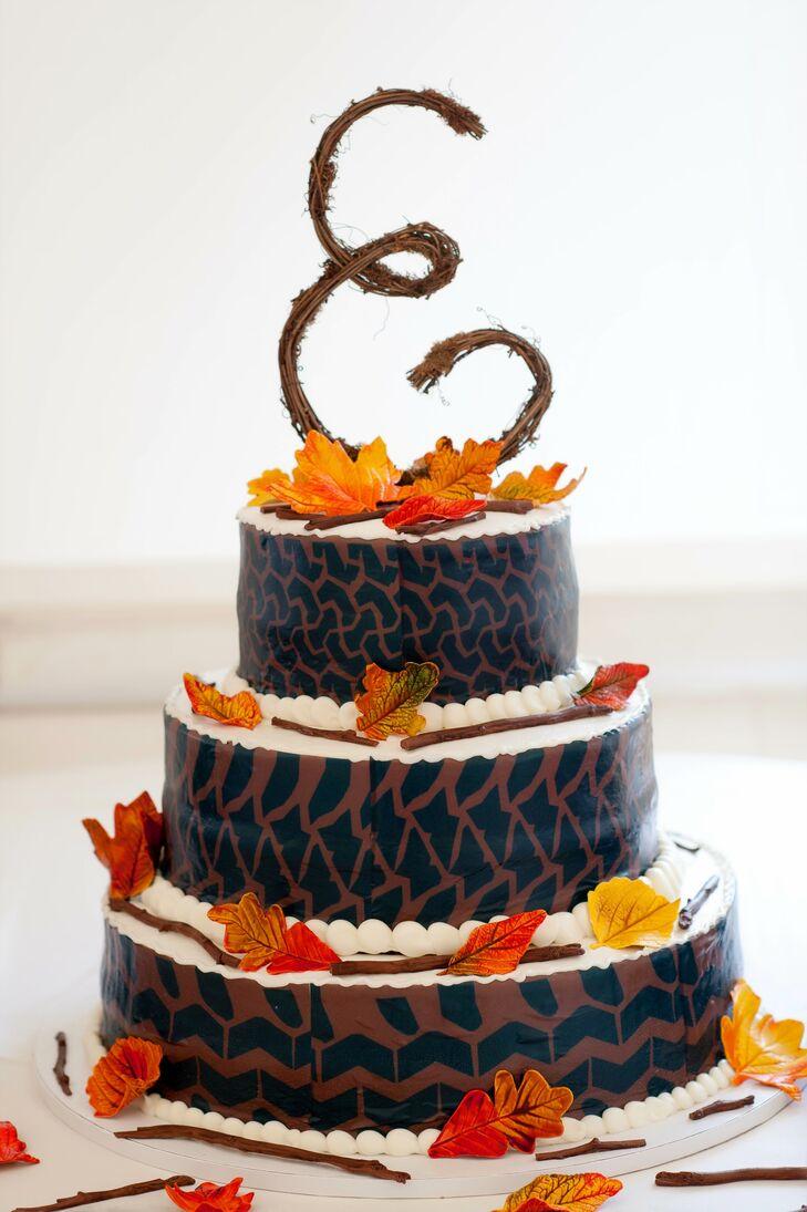 Rustic Fall Themed Round Wedding Cake