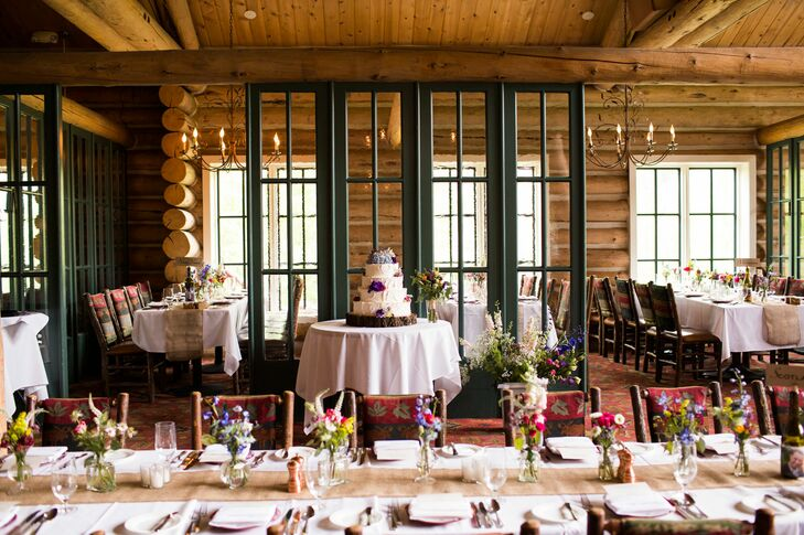 A casual rustic wedding at beano 39 s cabin in avon colorado for Beano s cabin beaver creek