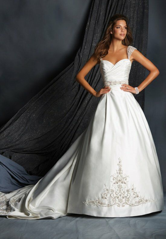 Alfred Angelo Signature 2522 Wedding Dress photo