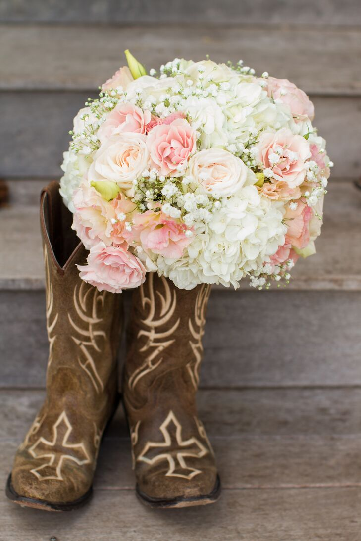 Blush Garden Rose and Baby's Breath Bouquet in Cowboy Boots