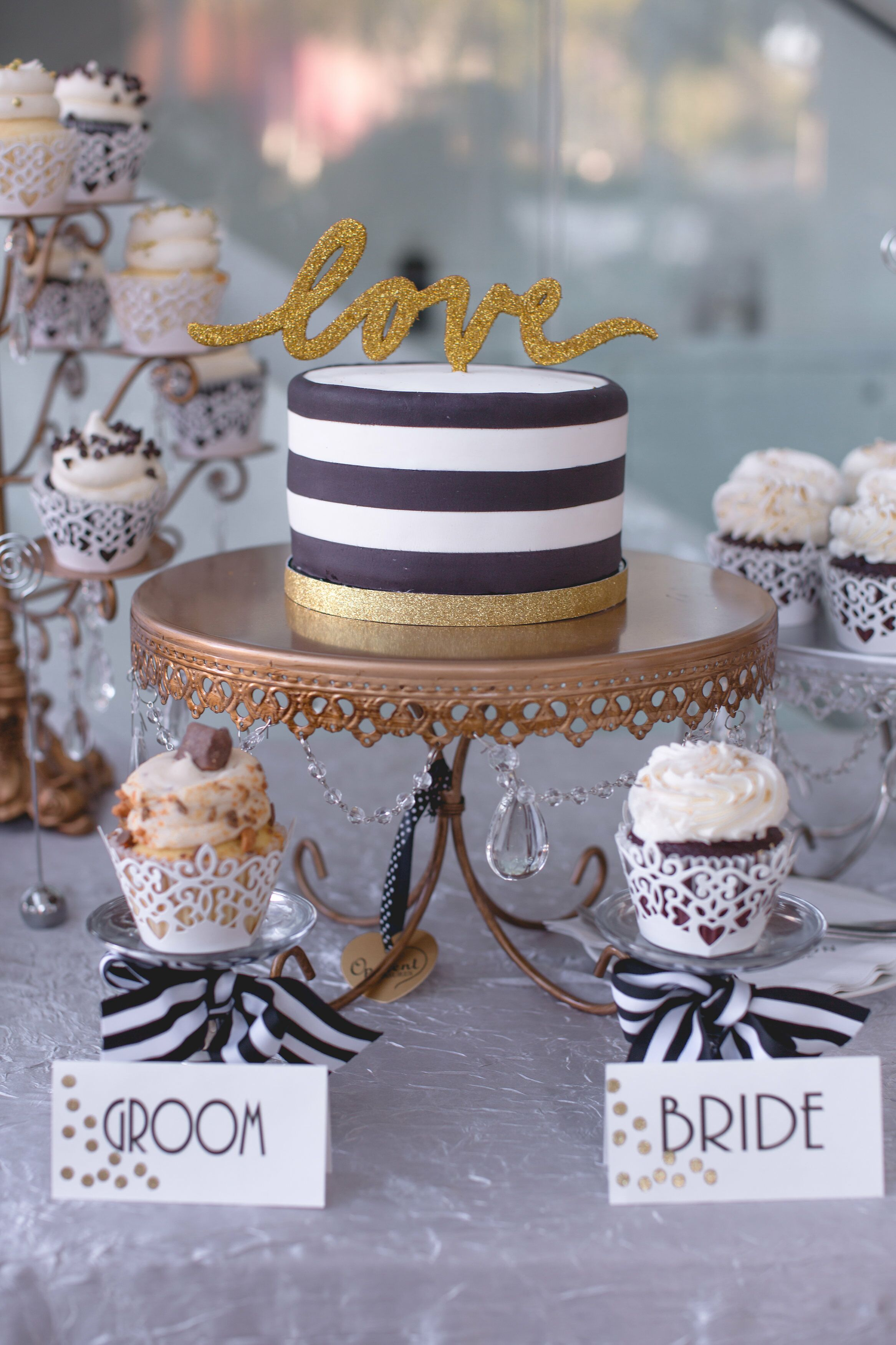 Black and White Single Tier Wedding Cake