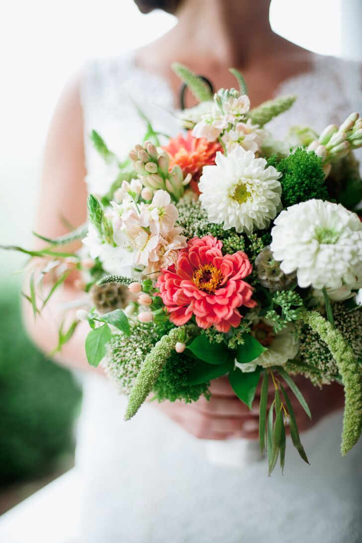 Pink and white bouquet with zinnia and hyacinth flowers izmirmasajfo
