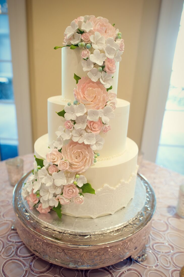 3 tier wedding cake with cascading flowers three tier wedding cake with cascading fondant flowers 10340