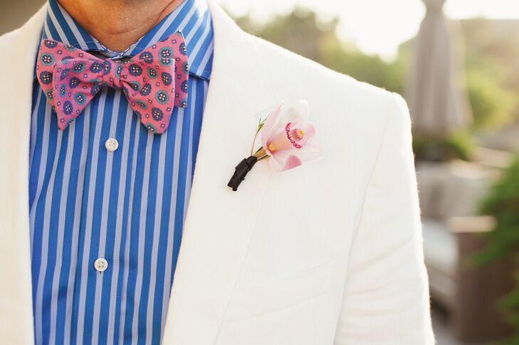 Both grooms wore a single, pink orchid boutonniere on their linen lapels.
