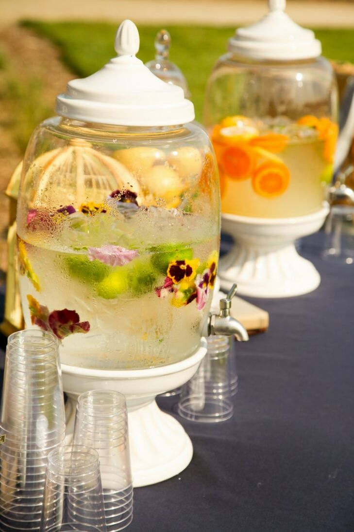 Before the wedding ceremony, guests could keep cool and stay refreshed with fruit-infused non-alcoholic beverages.