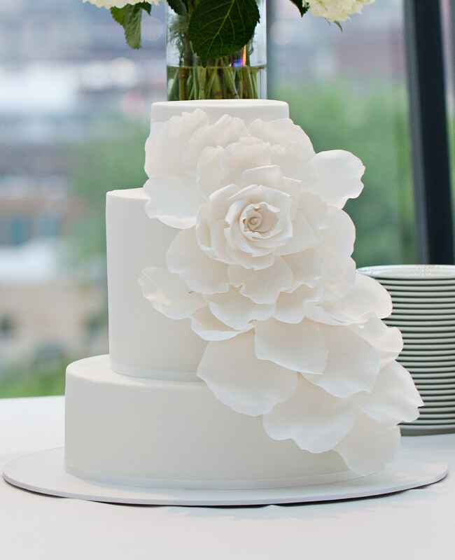 3 tier wedding cake with cascading flowers middle tier trends for a dramatic wedding cake 10340