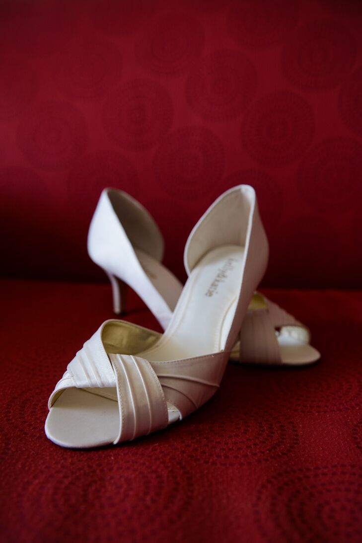 A Rustic Vintage-Inspired Wedding at the Venetian Yacht Club in ...