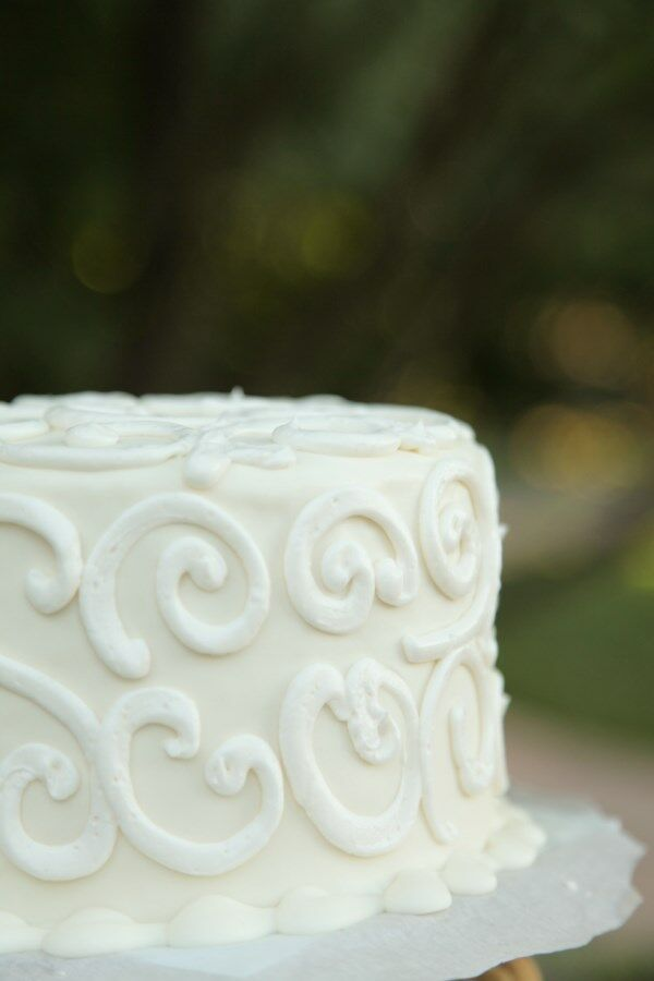 Simple Elegant Single Tier Wedding Cake
