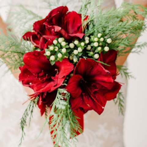 5 Stunning Ideas for Winter Wedding Bouquets