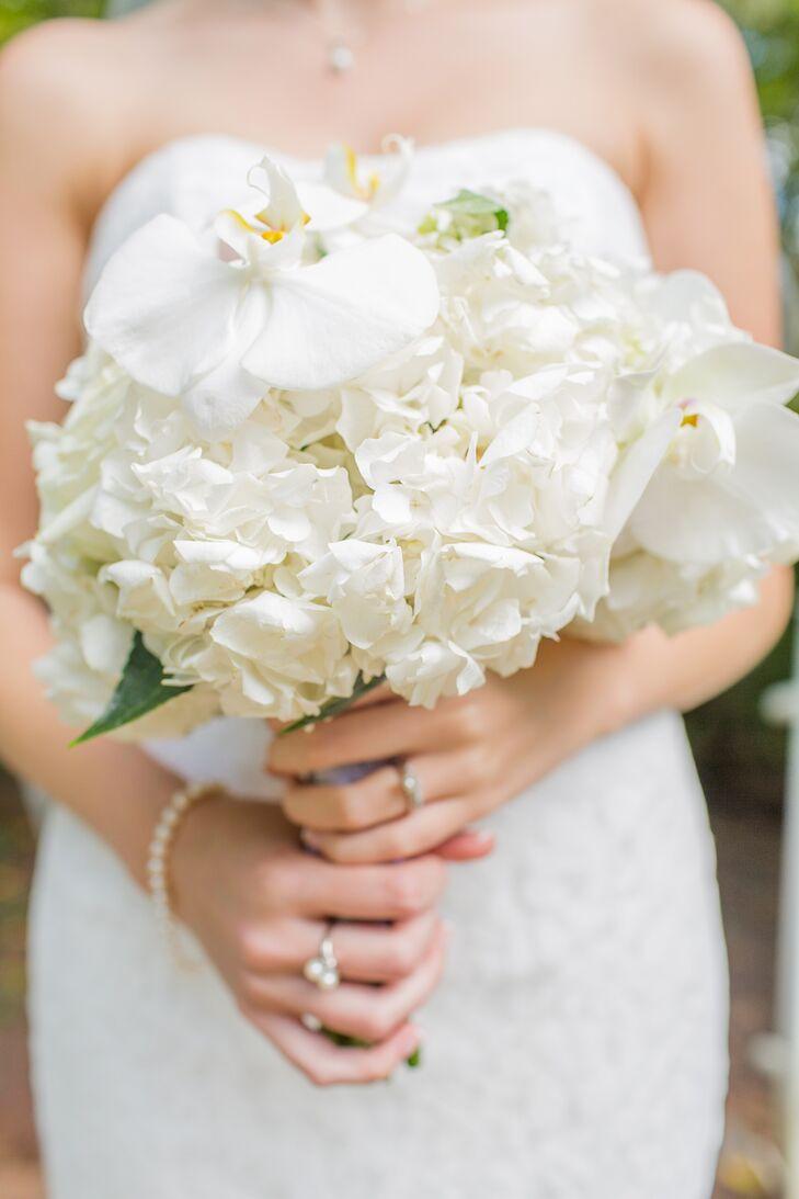 Elegant White Bridal Bouquet : Elegant white bridal bouquet