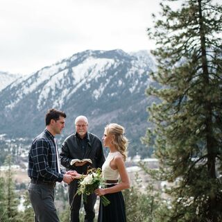 A Rustic Mountainside Wedding in Leavenworth