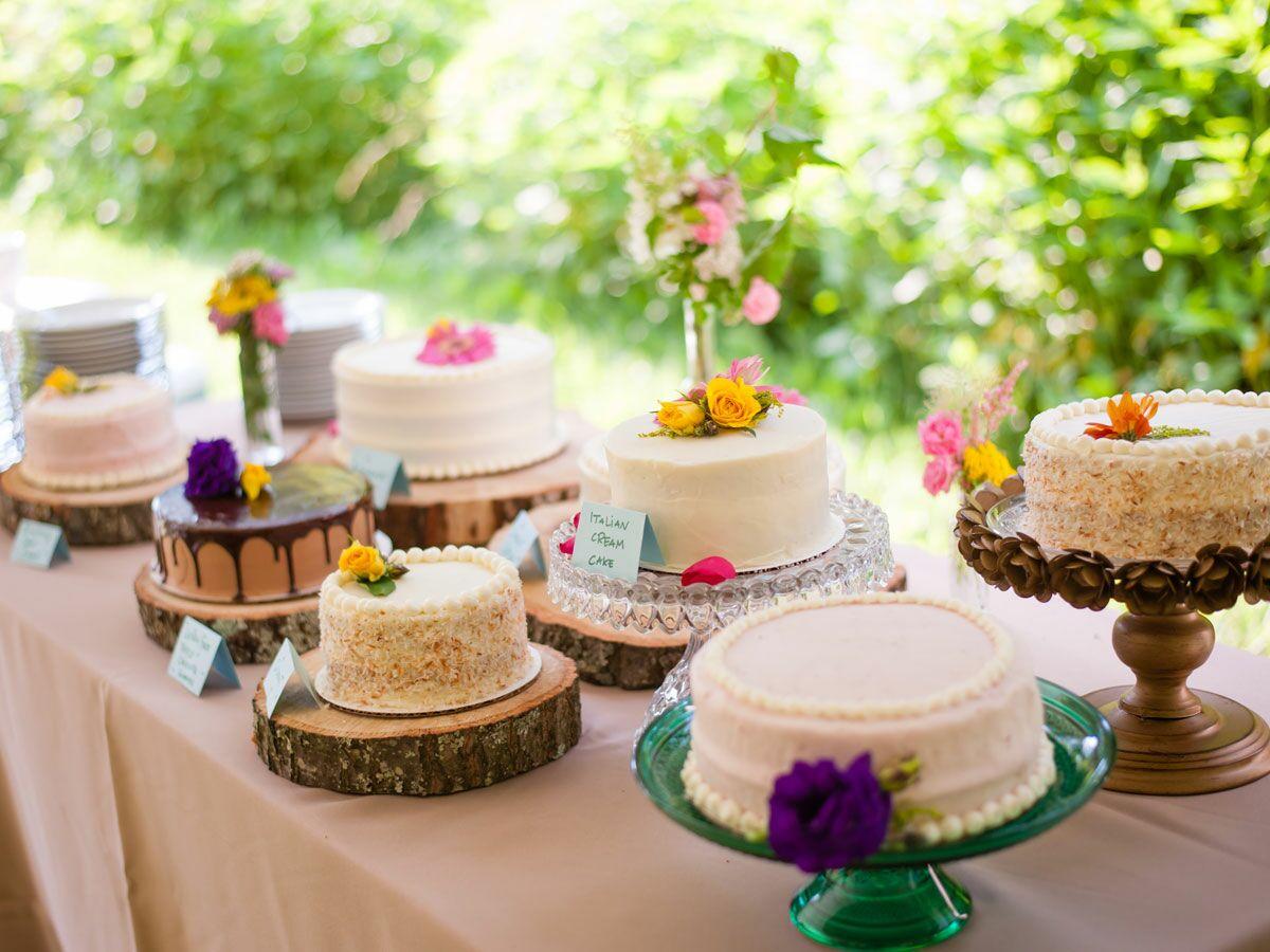 5 Ways To Serve Mini Cakes At Your Wedding