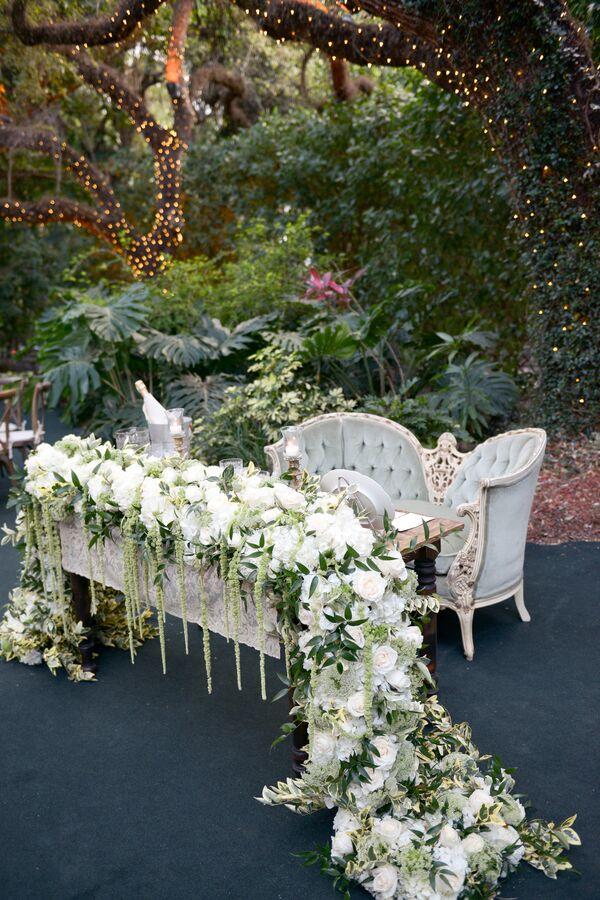 Sweetheart Table With Velvet Chaise And Fl Runner