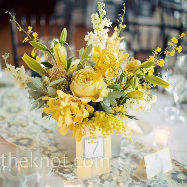 Yellow floral centerpieces for Yellow flower arrangements centerpieces