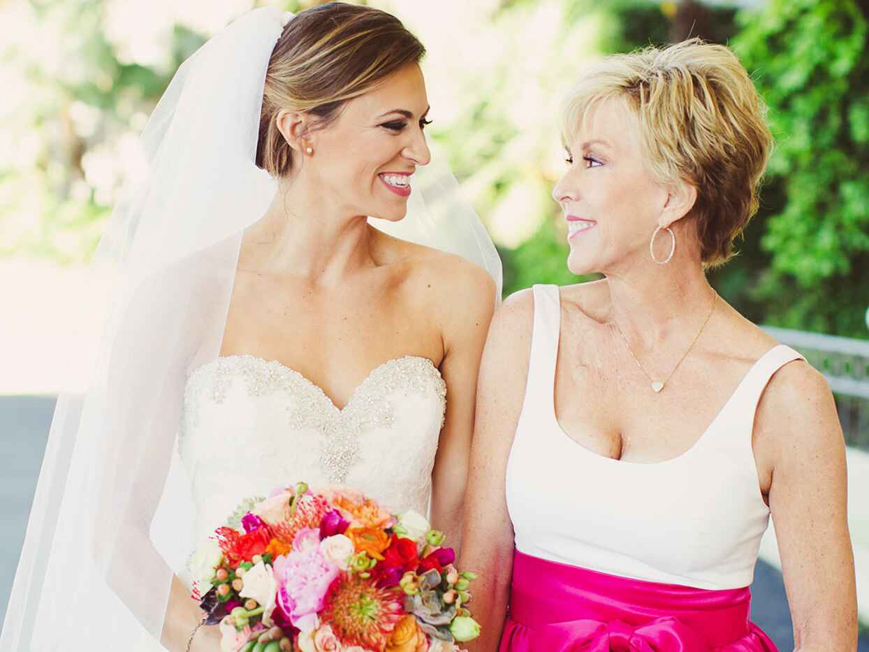 How to Survive Wedding Dress Shopping With Your Mom