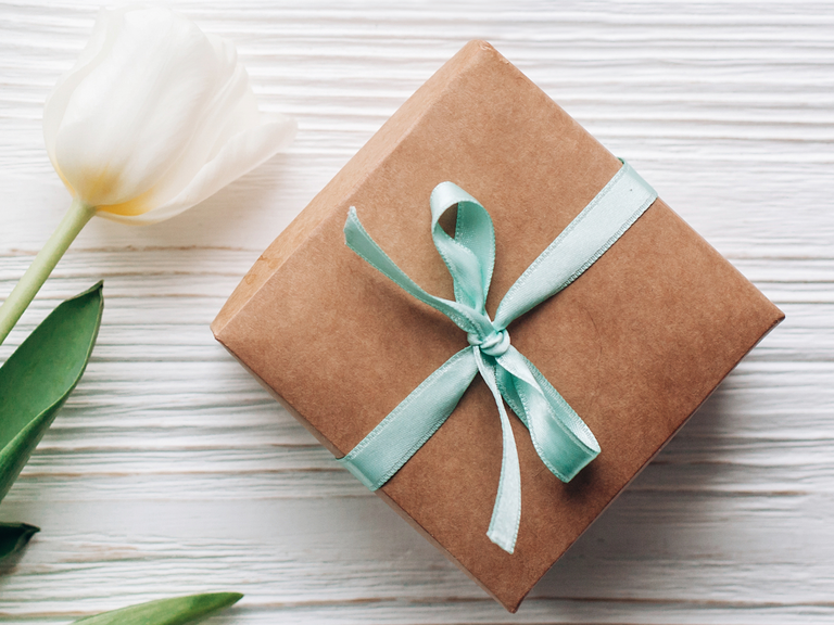 Wedding gifts for couples moving abroad advice