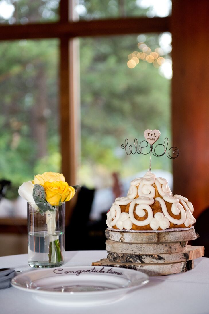 cinnamon bun wedding cake recipe simple cinnamon roll wedding cake 12870