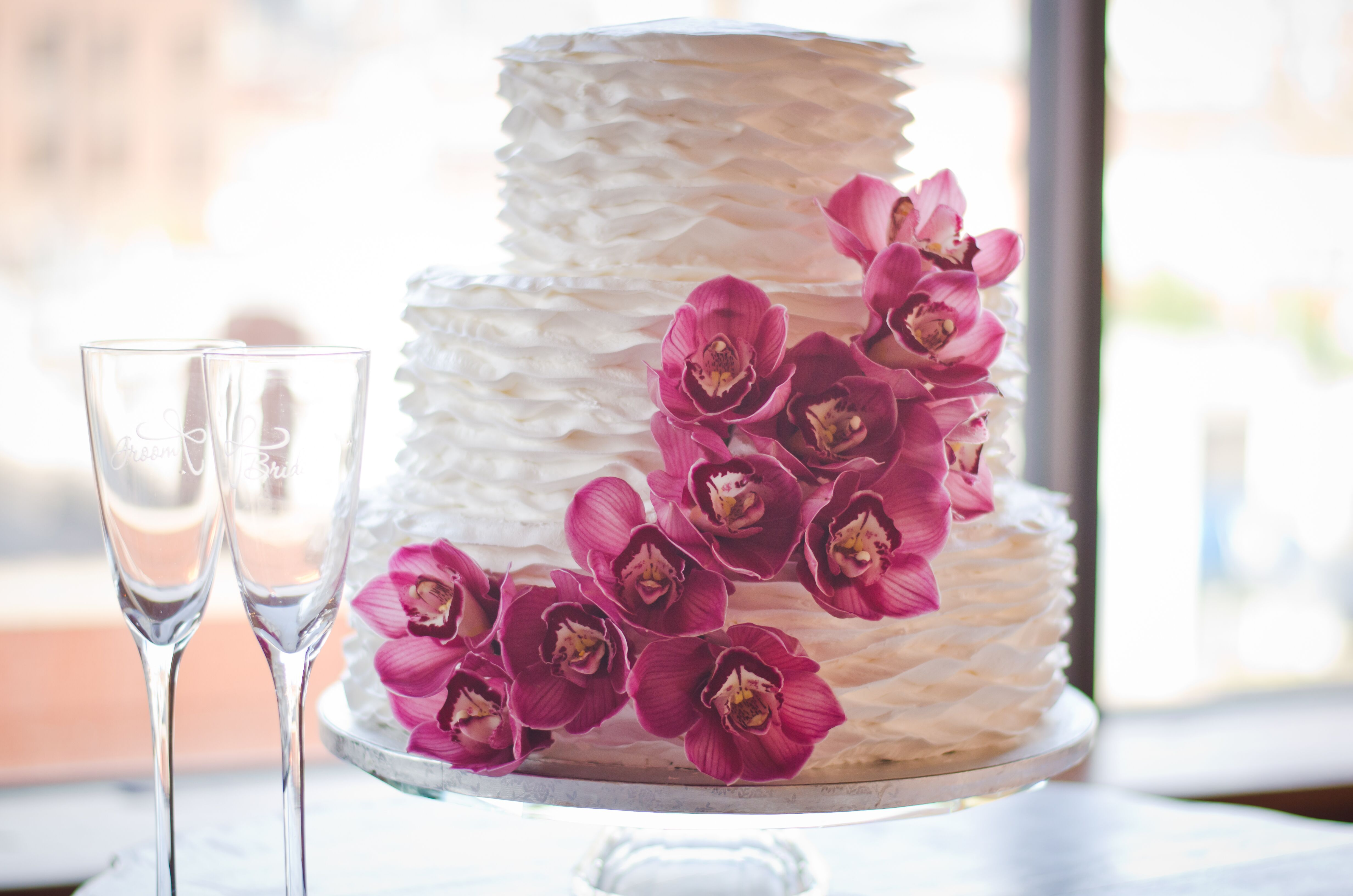 Modern Purple Wedding Cakes