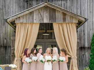 Tennessee barn bridal party portrait