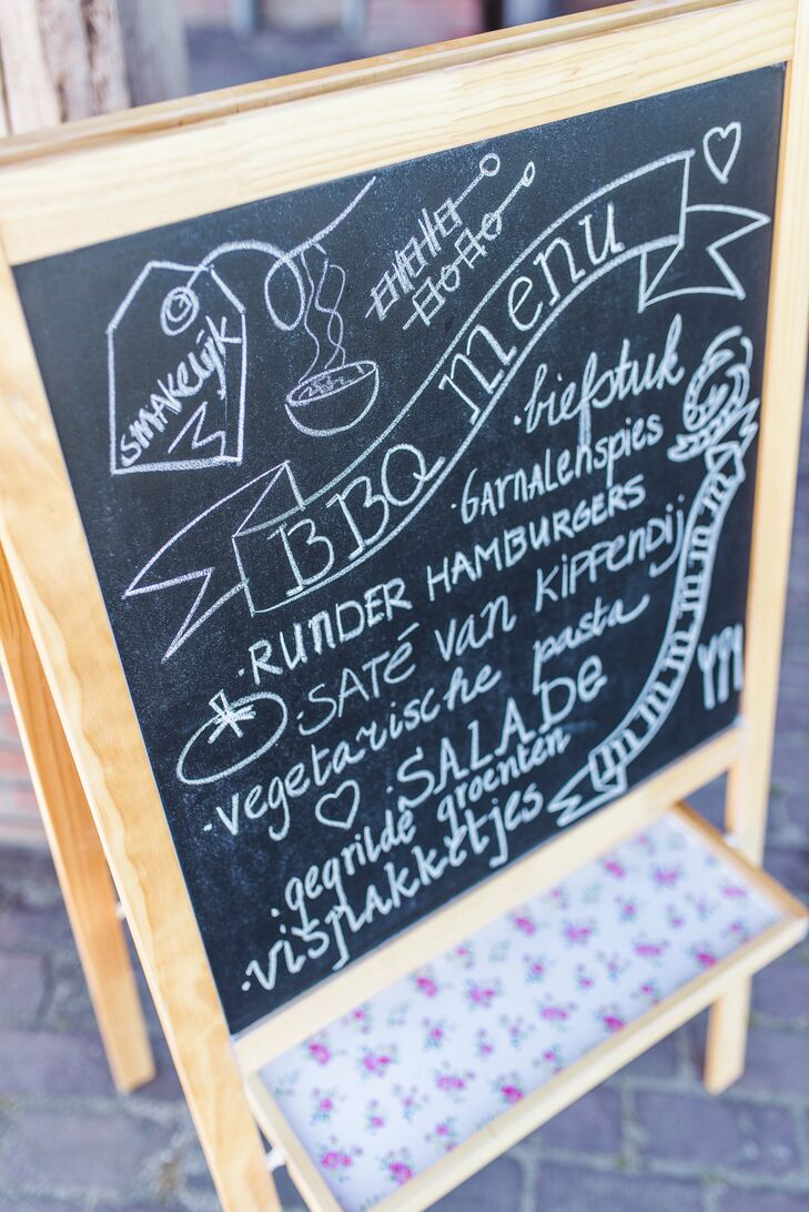 After the ceremony, Amanda and Jan had a casual barbecue meal for the reception at De Nieuwe Erf in Diessen, Netherlands. They wrote the menus on chalkboard easels.