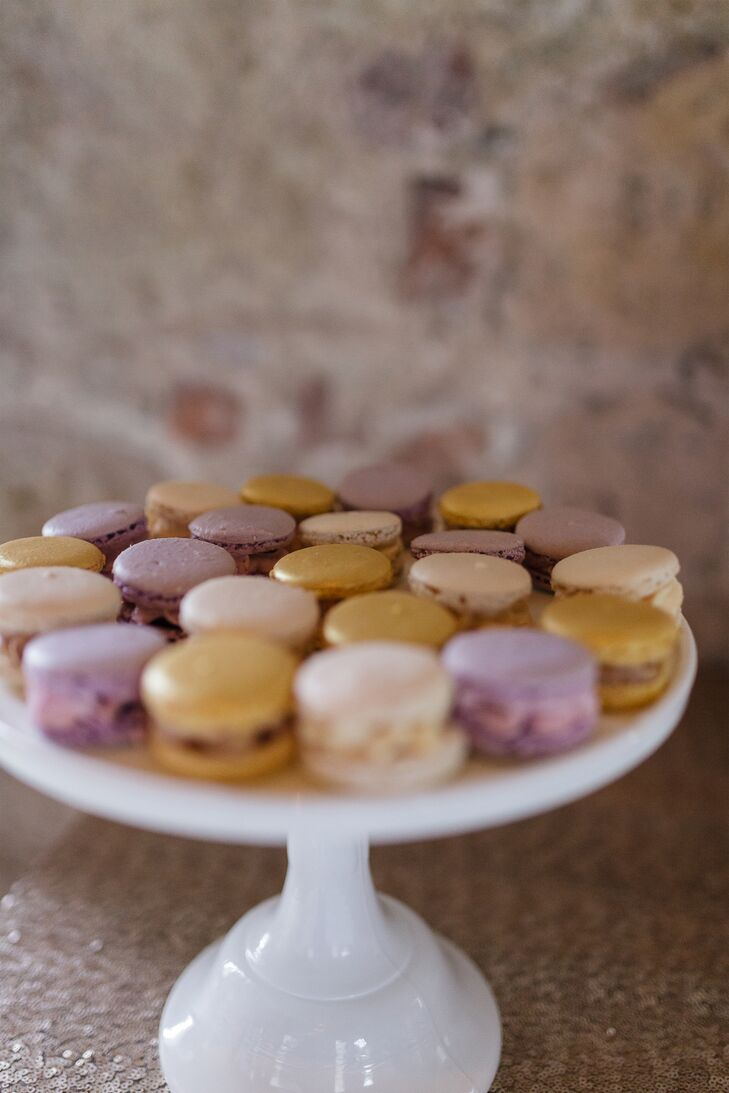 After the ceremony, Elizabeth and Hunter treated their guests to a delicious home-cooked meal prepared by the Borris House staff, followed by a slice of wedding cake. The couple also served a selection of macarons, which were devoured with much delight.