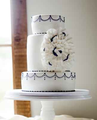 Purple & White Sugar Flower Cake |<img class=