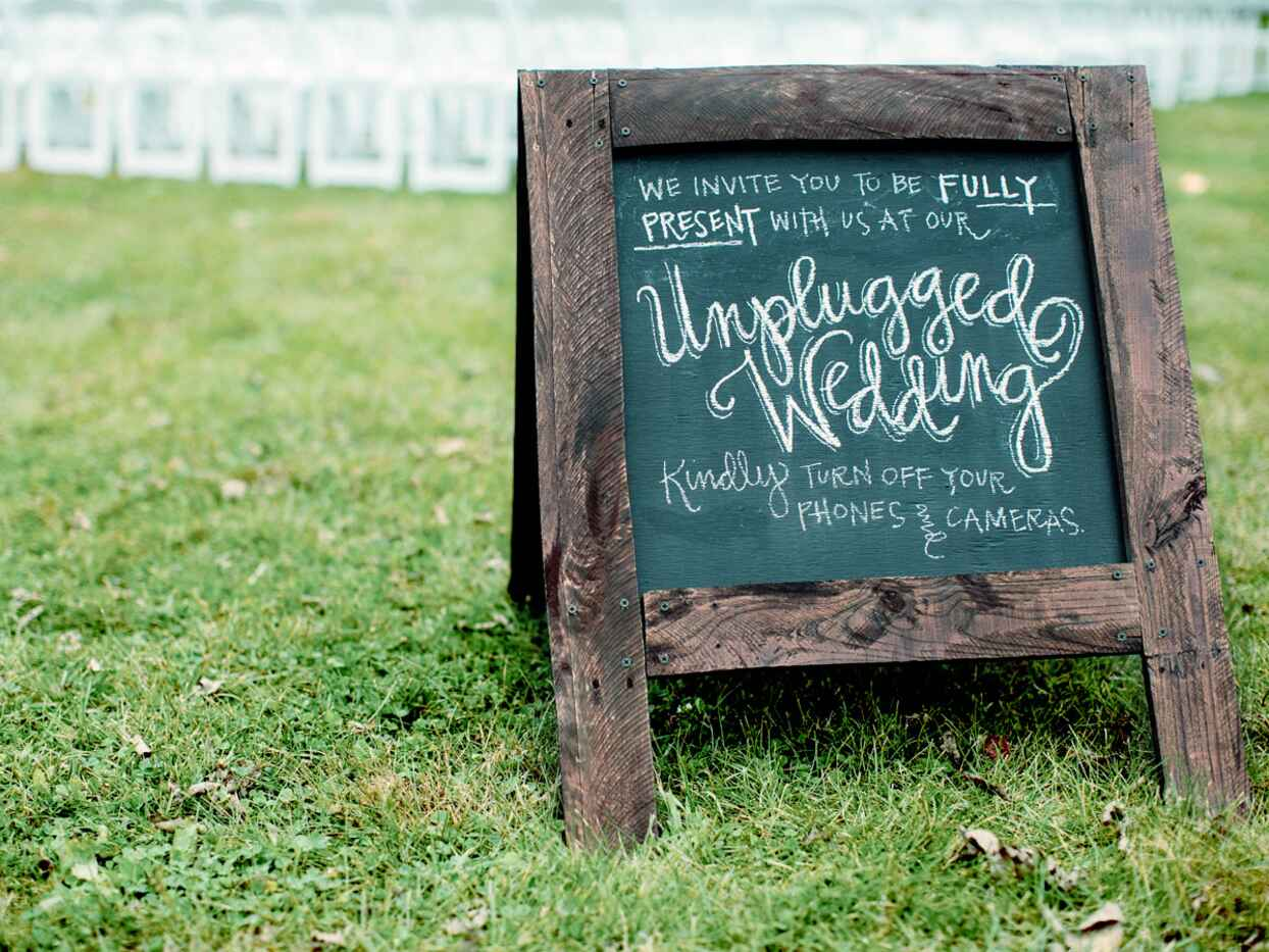Should You Have an Unplugged or Plugged-in Wedding?