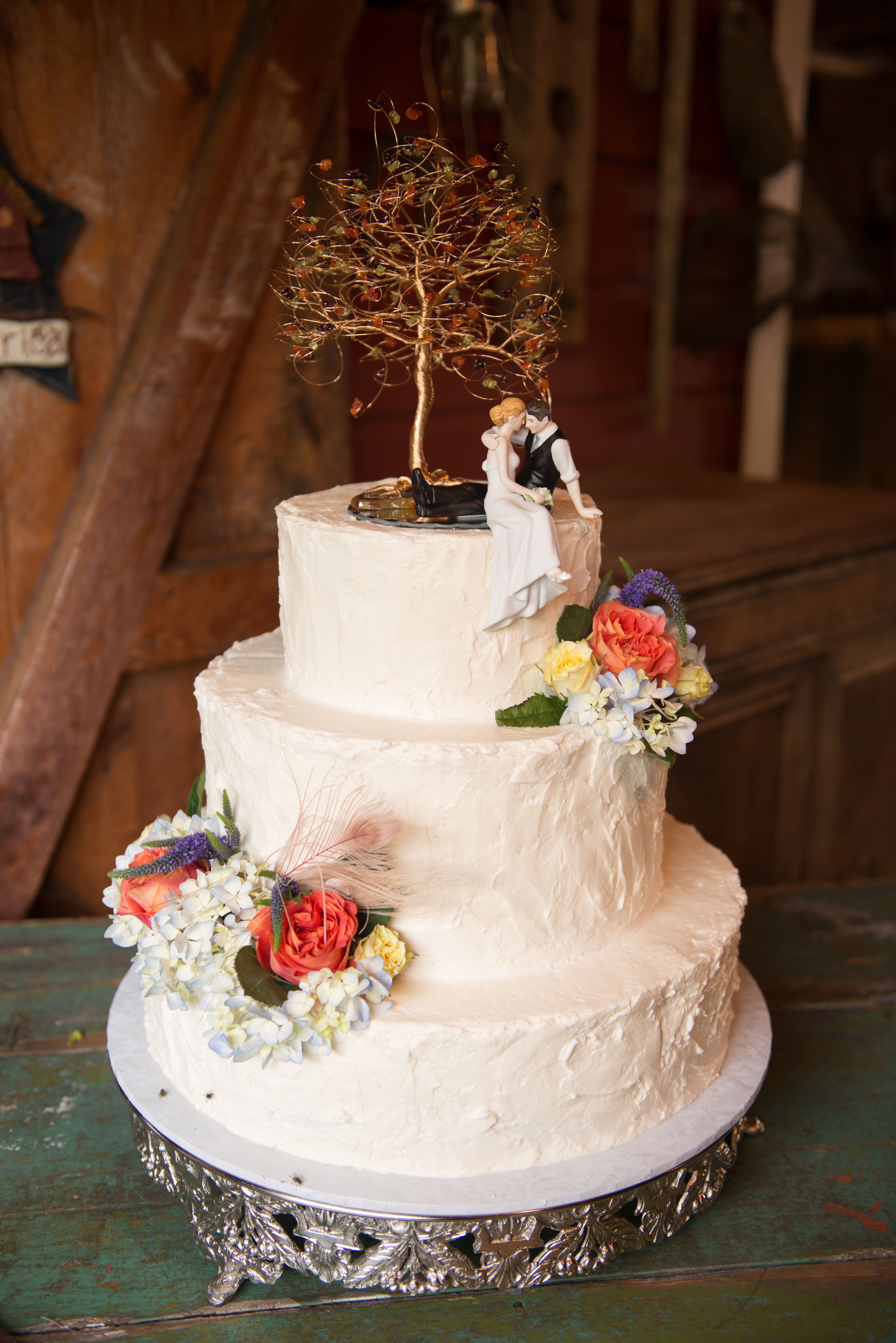 Couple Sitting Under Fall Tree Cake Topper