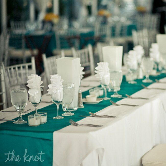 Teal Wedding Ideas For Reception: Modern White And Teal Decor