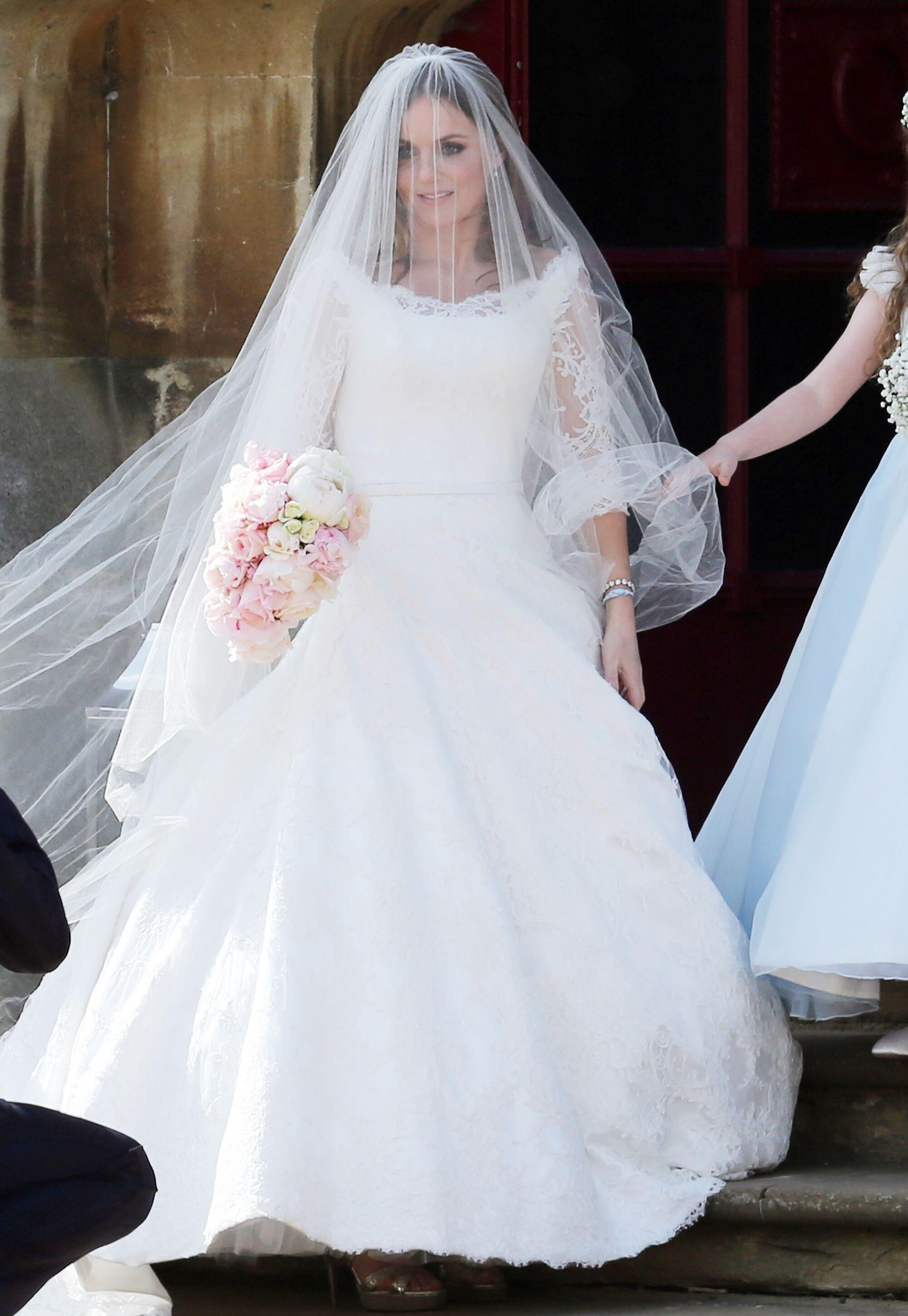 See Ginger Spice Geri Halliwell S Wedding Dress