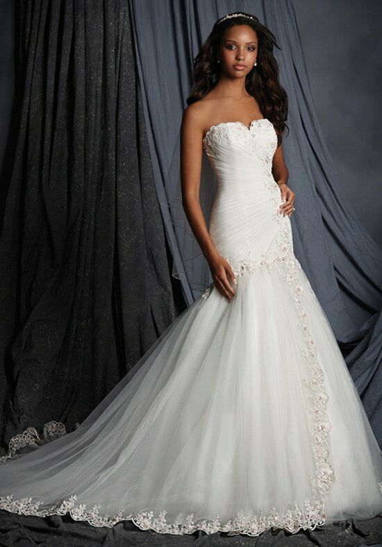 Alfred Angelo Signature 2507 Wedding Dress photo