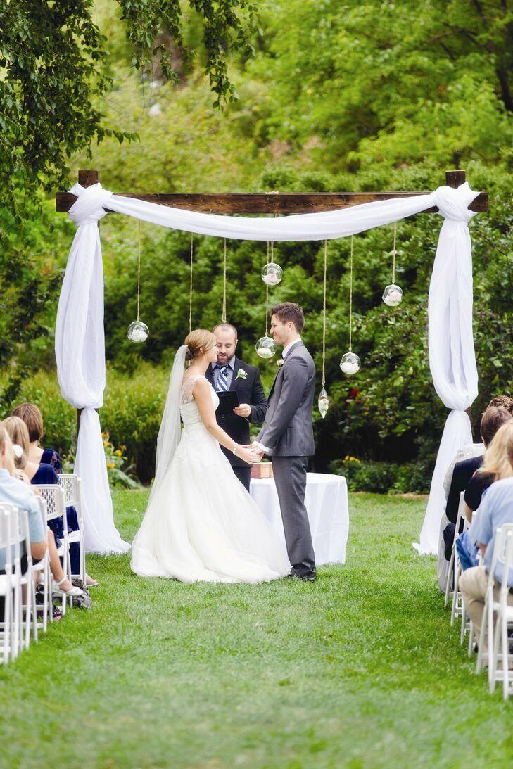 A botanica gardens wedding in wichita kansas for Wedding dresses wichita ks