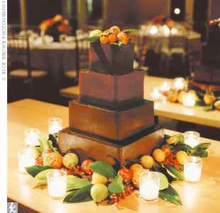 Apple and pear-decorated wedding cake