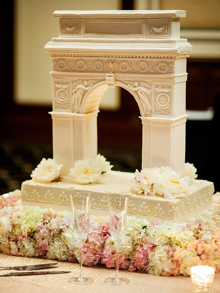 Wedding cake shaped like the Arch de Triumph