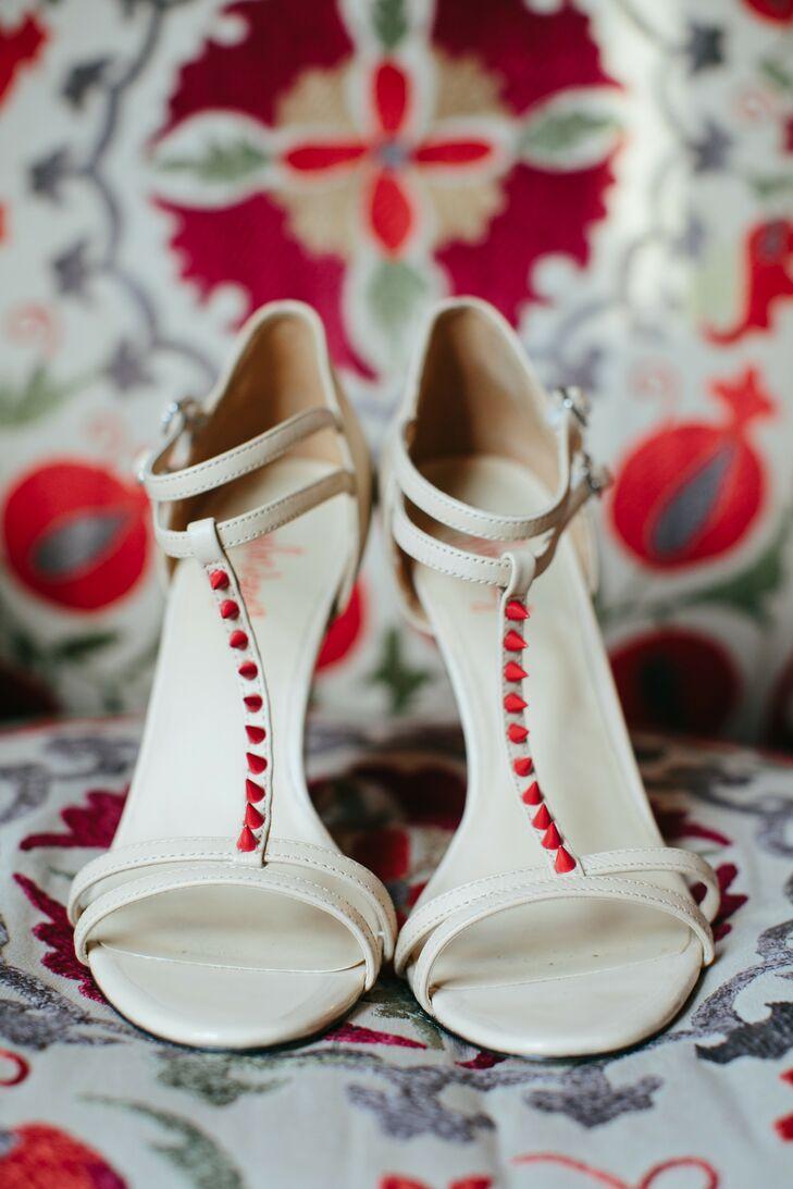 Sandália da noiva, branca com detalhe vermelho