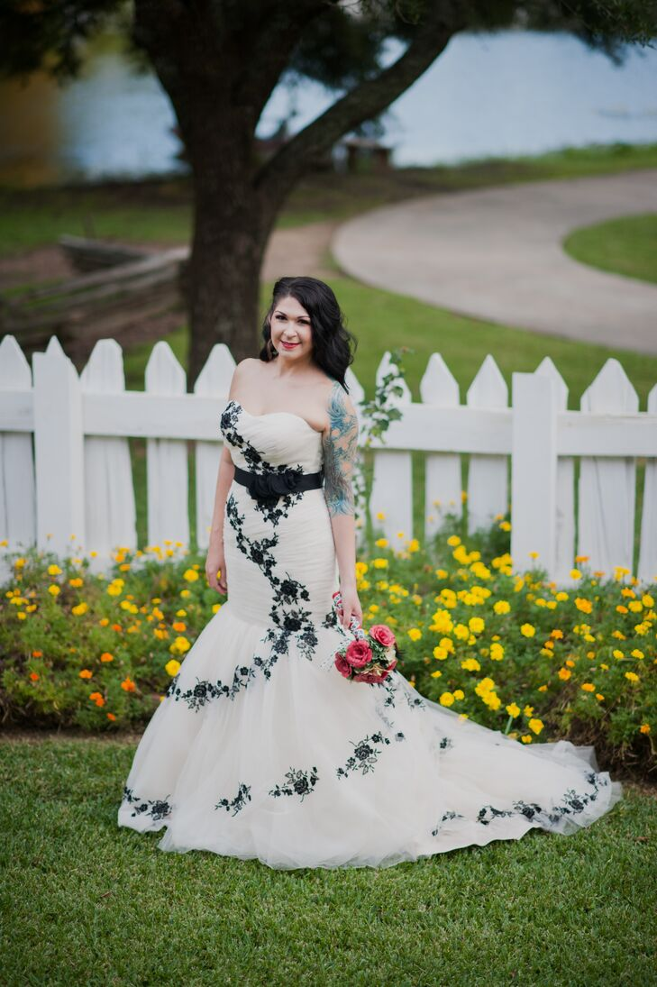 A fun red black and white wedding at vermilionville in for Wedding dresses lafayette la