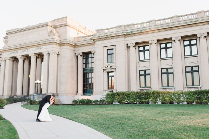 A Classic Museum Wedding at the Missouri History Museum in St. Louis ...