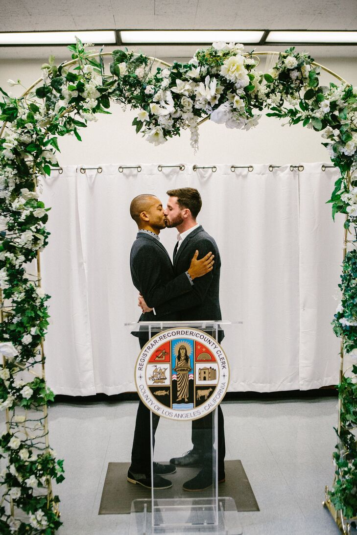 Jerrold And Drew Shared Their First Kiss As A Married Underneath The Garland Archway At