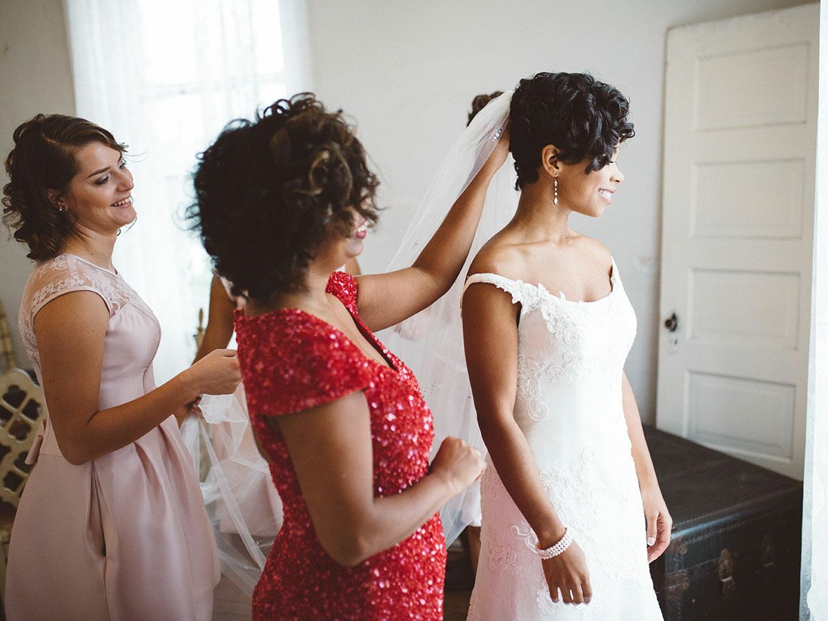 5 Signs Your Wedding Dress Is the One