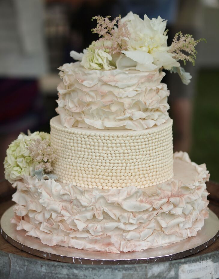 A Pretty, Shabby Chic Wedding at Second Chance Farm in Broad Brook ...