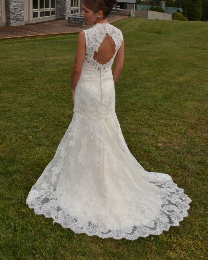 Antique lace keyhole back wedding dress for Wedding dress with keyhole back