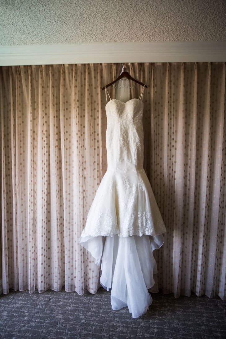 AnhThu wore a strapless Stella York dress, which had a sweetheart neckline and a mermaid-style silhouette accented in beaded lace. When the wedding dress was hung up, it revealed the long train that draped in the back.