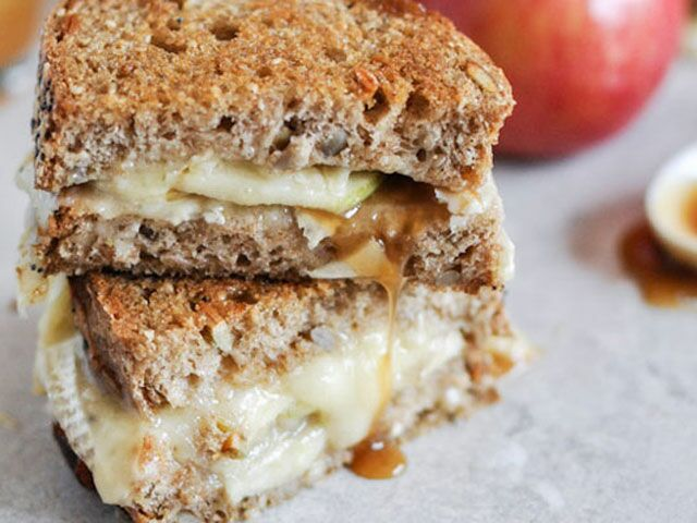 6 Ways to Enjoy National Grilled Cheese Month (YUM)!