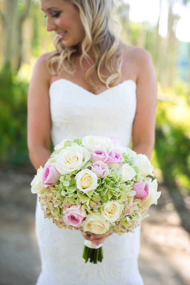 Ashley carried green hydrangeas and blush and ivory roses in her bouquet.